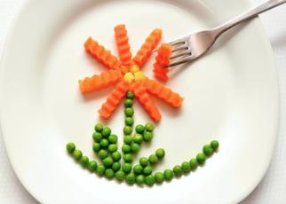 bambini mangiare verdure