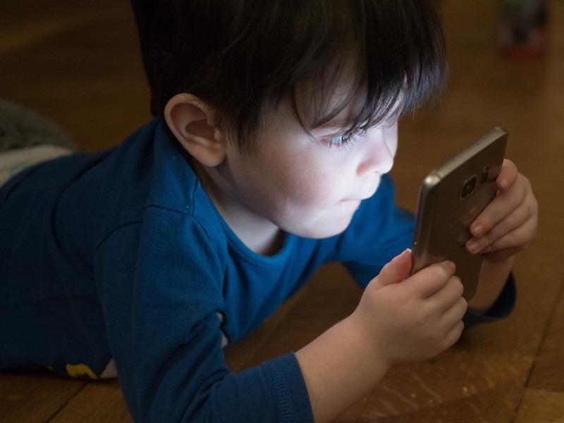 cifosi bambini smartphone tablet