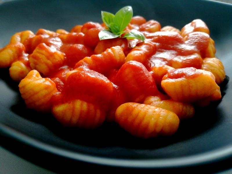 gnocchi di patate sugo pomodoro ricetta